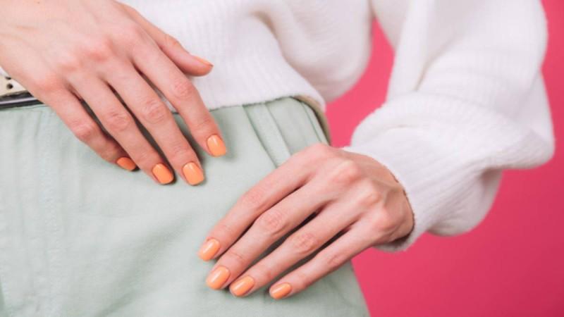 Πορτοκαλί μανικιούρ: Οι 4 πιο… τρυφερές αποχρώσεις για τα νύχια σου!