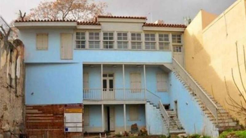 Κουίζ για πολύ παρατηρητικούς: Θυμάσαι ποια πασίγνωστη ελληνική ταινία γυρίστηκε στο συγκεκριμένο σπίτι;