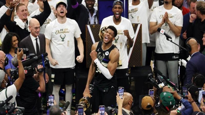 Γιάννης Αντετοκούνμπο: Υπόκλιση στο μεγαλείο του «Greek Freak» από τους αστέρες του NBA - «Μυθικός» (photos)