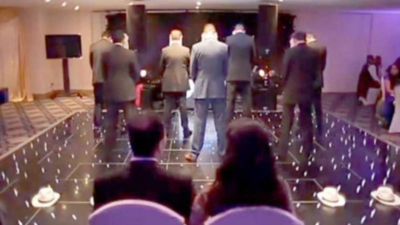 Τα 7 αδέρφια της νύφης γύρισαν πλάτη στους καλεσμένους την ώρα της δεξίωσης. Κανείς δεν είχε ιδέα για αυτό που θα ακολουθούσε!