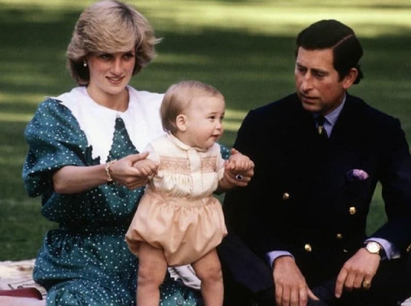 Ο γάμος του πρίγκιπα Κάρολου με την πριγκίπισσα Νταϊάνα και όλες οι άγνωστες λεπτομέρειες