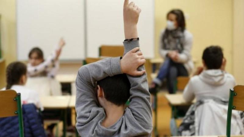 Εκπαιδευτικοί: Ποιοι θα τρώνε «αποβολή» στα σχολεία από τον Σεπτέμβριο - Όλα όσα θα ισχύουν για τους ανεμβολίαστους