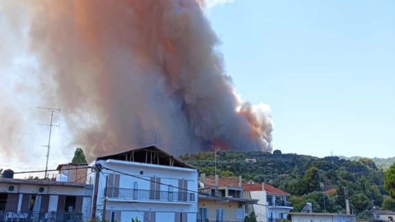 Φωτιά στην Αχαΐα: Εντολή εκκένωσης τεσσάρων οικισμών - Μήνυμα από το 112: Φύγετε προς Αίγιο