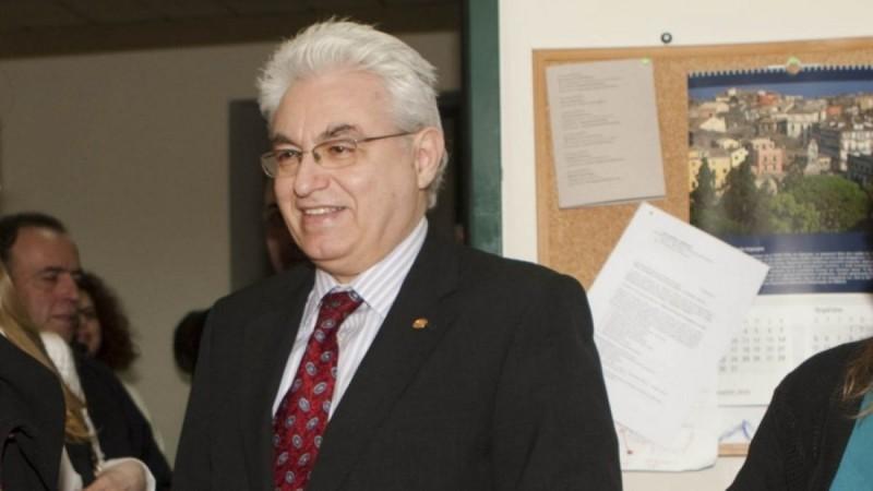 Θρήνος: Πέθανε μέσα στο γραφείο του ο Γιάννης Καζάζης