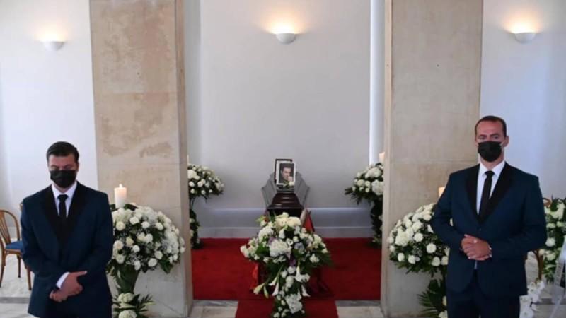 Θλίψη στη κηδεία του Τόλη Βοσκόπουλου