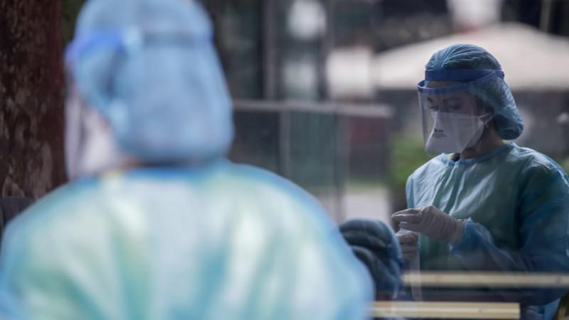 Συναγερμός στο σύστημα υγείας: Πενταπλασιάστηκαν οι εισαγωγές για κορωνοϊό στα νοσοκομεία - «Αχίλλειος πτέρνα» οι ανεμβολίαστοι