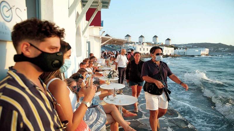 Συναγερμός στην Μύκονο - Συνεχίζουν ακάθεκτα τα κορωνοπάρτι στο νησί των Ανέμων