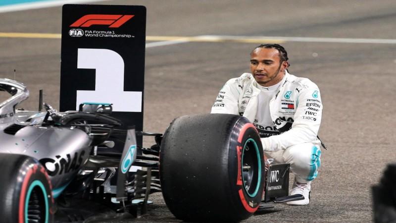 Χάμιλτον: «Η συναρπαστική σεζόν με έπεισε να μείνω στη Formula 1»