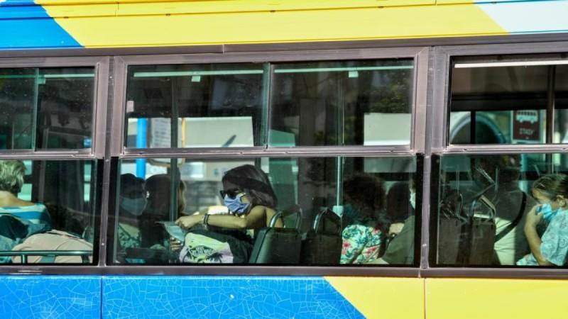 ΜΜΜ: Έκπτωση για τους εμβολιασμένους επιβάτες -  Τα 2 νέα μέτρα που θα κάνουν τους ανεμβολίαστους να «τσιμπηθούν»