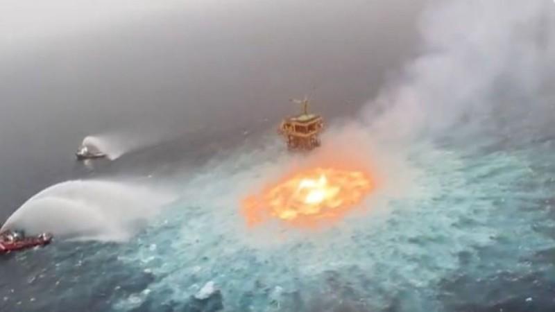 «Πύρινο μάτι» στο Μεξικό: Φωτιά ξέσπασε στην επιφάνεια του ωκεανού
