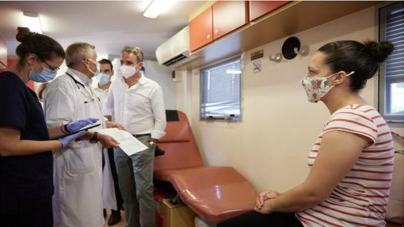Κάλεσμα Μητσοτάκη για εμβολιασμό: