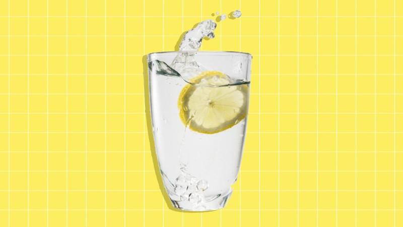 Βάλε χυμό λεμονιού στο νερό σου