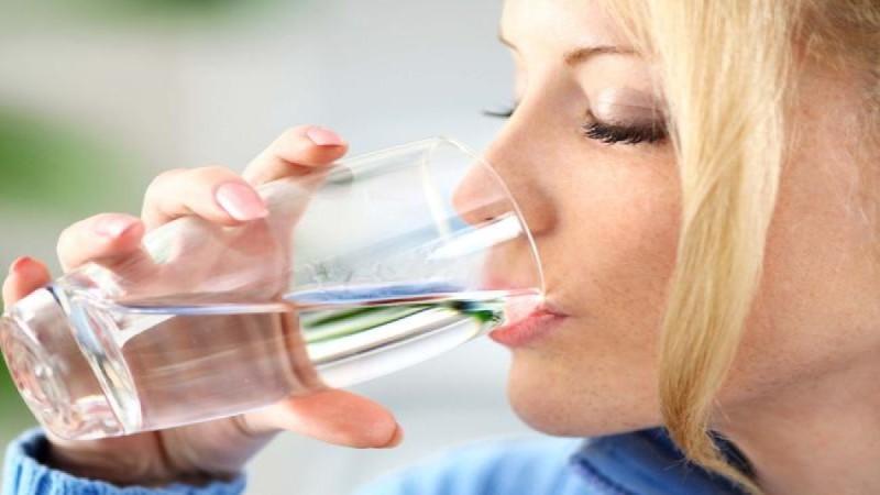 Πίνετε νερό νηστικοί; Για δείτε τι παθαίνει το σώμα σας