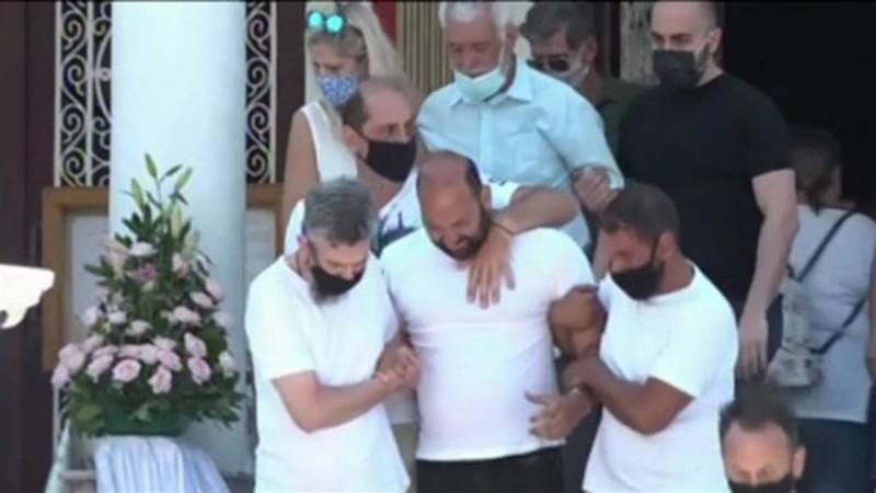 Τροχαίο στην Νίκαια: Θλίψη και οδύνη στην κηδεία της μικρής Παναγιώτας