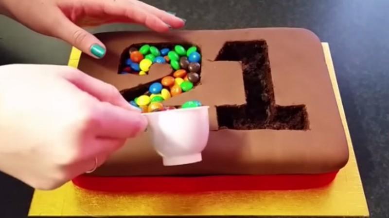 Η τούρτα γενεθλίων που κάνει θραύση στο διαδίκτυο. Δείτε πώς θα την κάνετε!