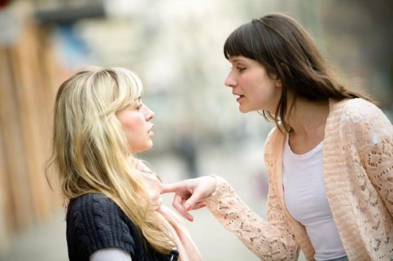 6+1 σημάδια ότι πρέπει να δώσετε τέλος σε μια φιλία