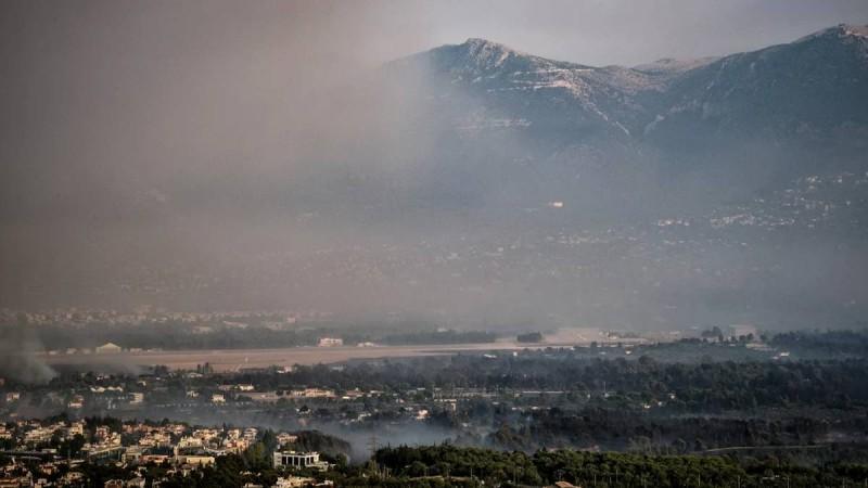 Φωτιά στη Βαρυμπόμπη: «Μείνετε σπίτι με ερμητικά κλειστά παράθυρα και πόρτες» – Συναγερμός για τους κατοίκους της Αττικής!