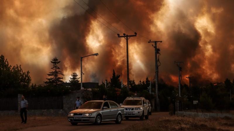 Φωτιά - Δροσοπηγή: Εγκλωβισμένοι κάτοικοι - Τρεις τραυματίες – Μεταφέρονται σε νοσοκομείο