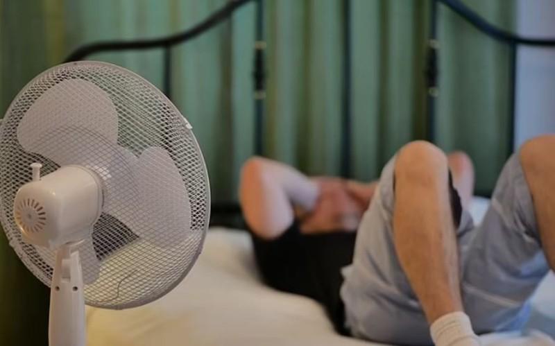 Τεράστια προσοχή: Γιατί απαγορεύεται να κοιμάστε με τον ανεμιστήρα ανοικτό;