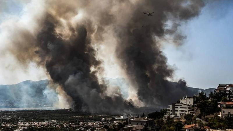 Η φωτογραφία της ημέρας: Η Αθήνα στις φλόγες!