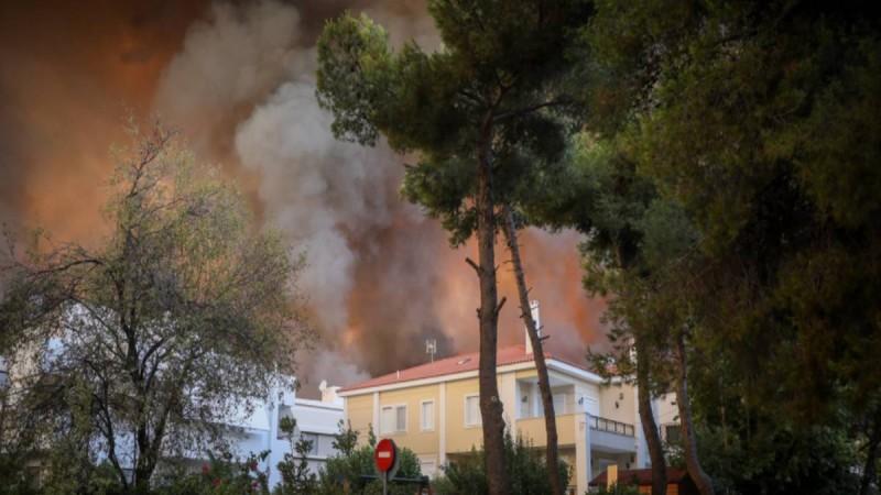 Σοκάρει ο Ευθύμιος Λέκκας: Στους 600 βαθμούς η θερμοκρασία στη Βαρυμπόμπη! «Πυριτιδαποθήκη» όλη η Ελλάδα