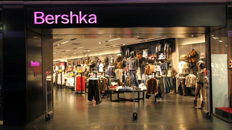 Bershka: Μπλούζα κορσές για μοναδικές εμφανίσεις - Κοστίζει μόνο 12,99 ευρώ