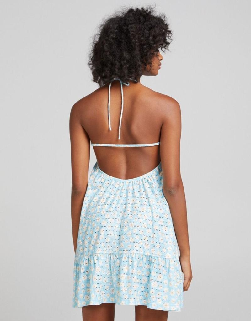 Bershka: Το girly φόρεμα που θα απογειώσει τις καθημερινές σου εμφανίσεις