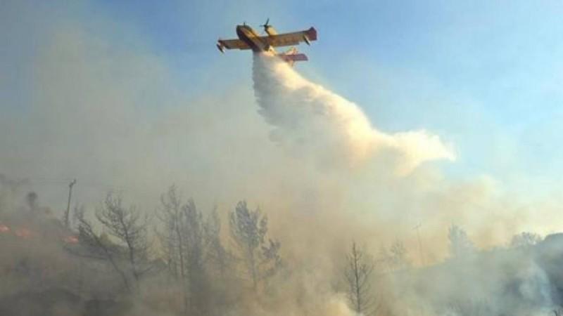 Ισχυρή φωτιά στη Ρόδο - Εκκενώνεται η Κοιλάδα των Πεταλούδων
