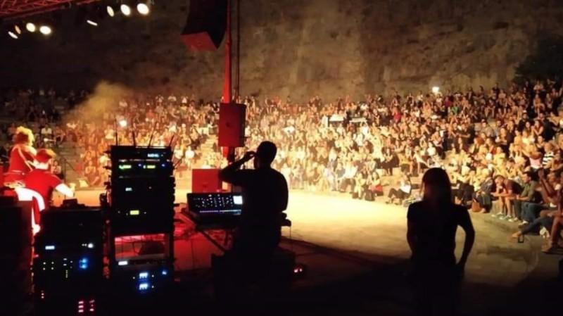 Λειβαδιά: Απίστευτες εικόνες συνωστισμού σε συναυλία
