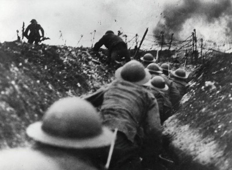 Η Μ. Βρετανία μπαίνει στον Α' Παγκόσμιο Πόλεμο, κηρύσσοντας τον πόλεμο κατά της Αυστροουγγαρίας.