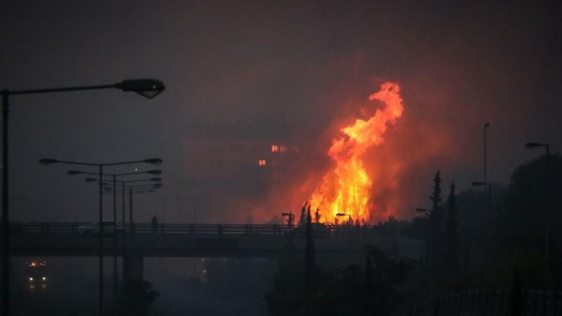 Φωτιά στη Βαρυμπόμπη: Η φωτογραφία που σοκάρει και κάνει τον γύρο του διαδικτύου!