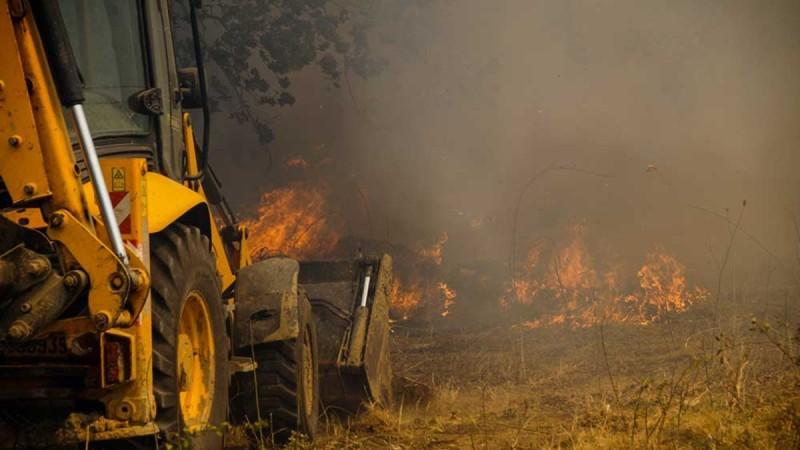 Θεσπρωτία: Πέρασε σε ελληνικό έδαφος η φωτιά από την Αλβανία