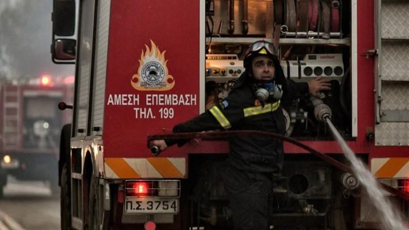 Μεγάλη φωτιά στη Βαρυμπόμπη – Είναι κοντά στα πρώην βασιλικά κτήματα