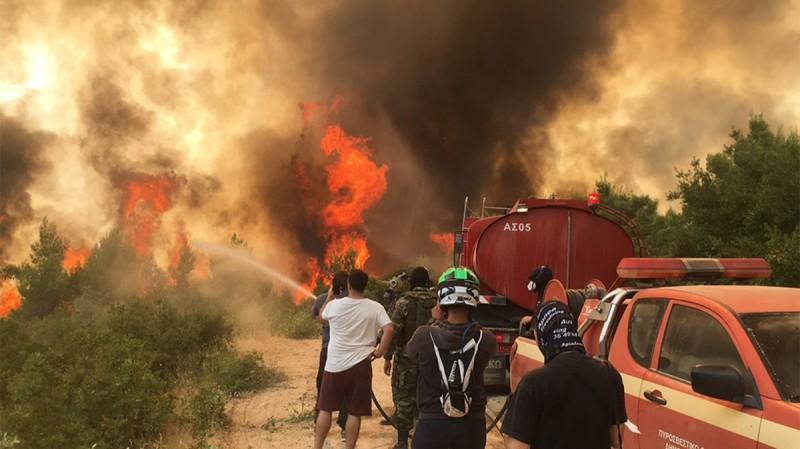 Φωτιά στη Βαρυμπόμπη: Τεράστια αναζωπύρωση - Ο δήμος ζητά εκκένωση του Κρυονερίου