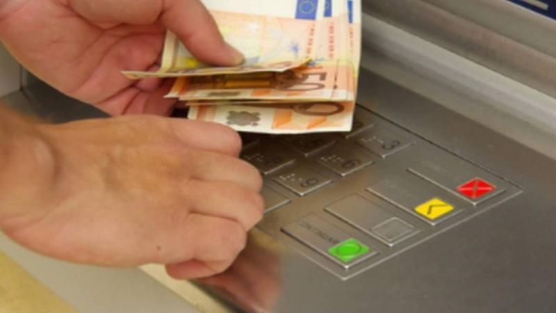 71χρονος πήγε στο ΑΤΜ και... βρέθηκε με 1900 ευρώ: Δευτερόλεπτα μετά έγινε κάτι το σοκαριστικό!