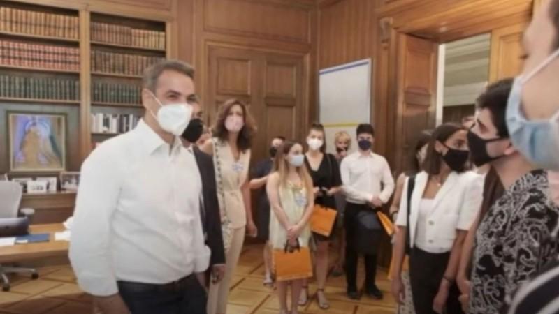 Κυριάκος Μητσοτάκης: Μπερδεύτηκε και είπε σε μαθητές «καλό καλοκαίρι» (video)