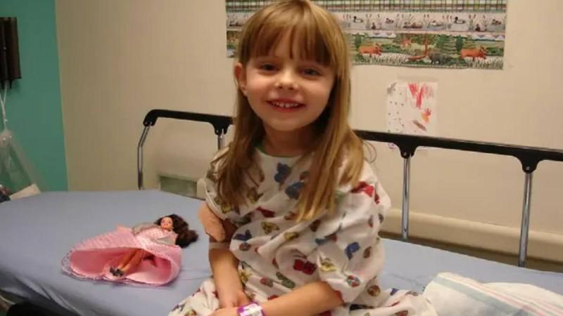6χρονο κοριτσάκι που έφυγε από καρκίνο άφησε κρυφά μηνύματα για να τα βρουν οι γονείς της αφού πεθάνει