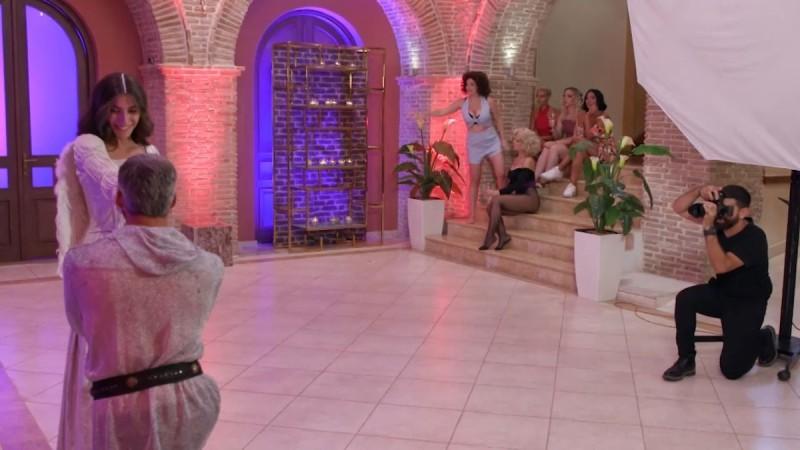 The Bachelor 2: Ο Αλέξης φίλησε την Άννα και η Φαίη τα έσπασε όλα!