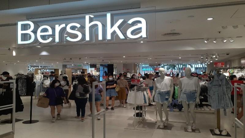 Bershka: Η φούστα που θα λατρέψεις σε τέλεια τιμή!
