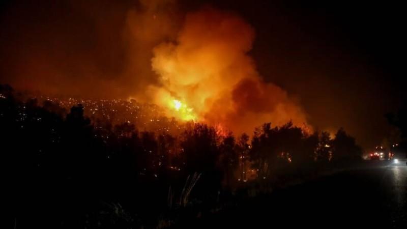 Φωτιά στην Ηλεία - Δύσκολη νύχτα στην περιοχή
