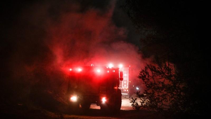 Φωτιά στην Νέα Μάκρη: Καταστροφή με ζημιές σε τουλάχιστον τέσσερα σπίτια - Πολύ πιθανό το σενάριο εμπρησμού