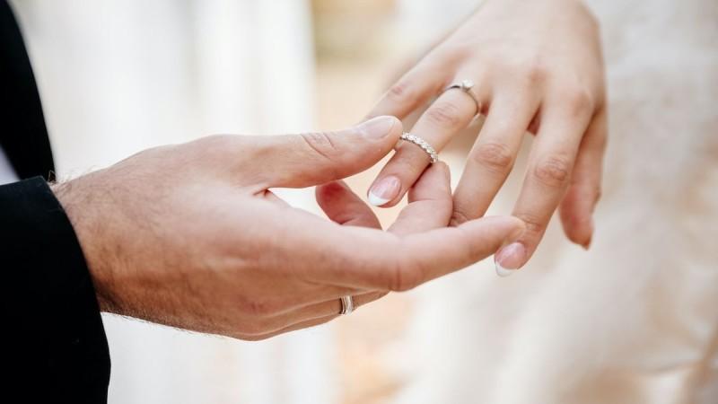 Γάμος έκπληξη στην showbiz! Παντρεύεται ο πιο γοητευτικός Έλληνας!