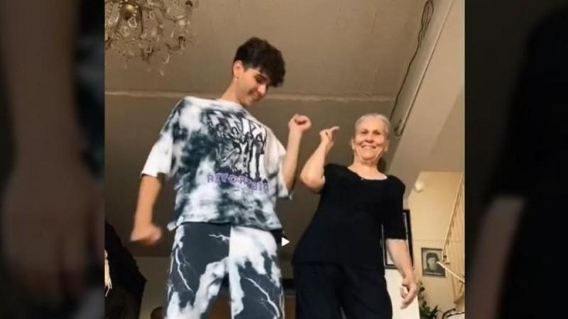 Απίστευτη γιαγιά από την Κύπρο - Κάνει χορευτικά και «τρελαίνει» το Tik Tok