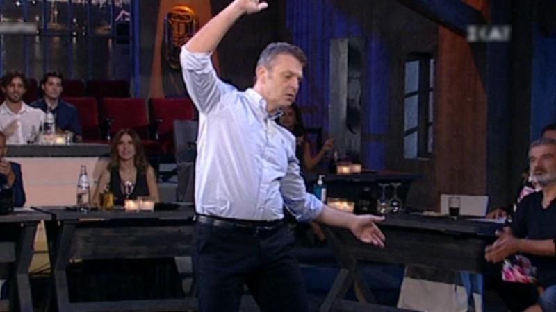 Το βαρύ ζεϊμπέκικό του Απόστολου Γκλέτσου - Πέταξε τραπέζια και έγινε χαμός!