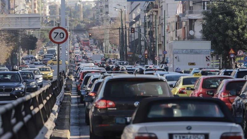 Κίνηση στους δρόμους: Μποτιλιάρισμα στο κέντρο, πού υπάρχουν καθυστερήσεις
