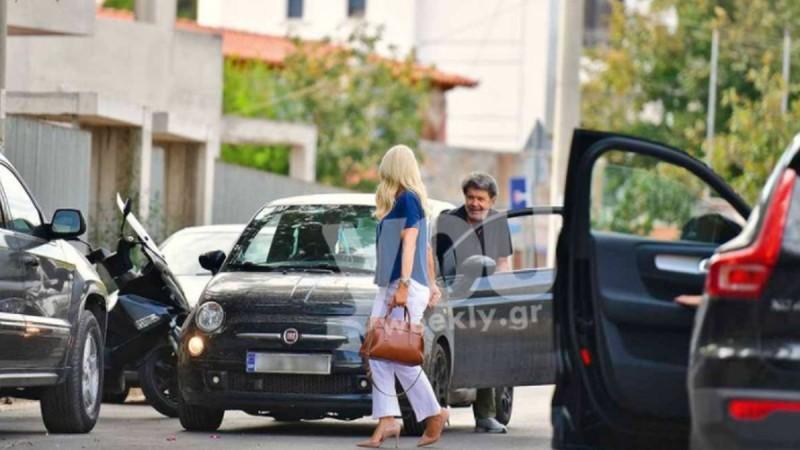 Γιάννης Λάτσιος: Την περίμενε έξω από το σπίτι με λουλούδια στα χέρια - Αποκλειστικές φωτογραφίες με την Ελένη Μενεγάκη!