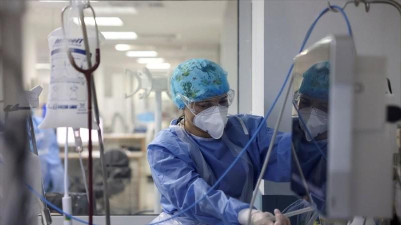 Συγκλονιστικές μαρτυρίες γιατρών που νοσηλεύτηκαν στην Εντατική με κορωνοϊό: «Τα χρειάστηκα όταν εξαντλήθηκαν...»