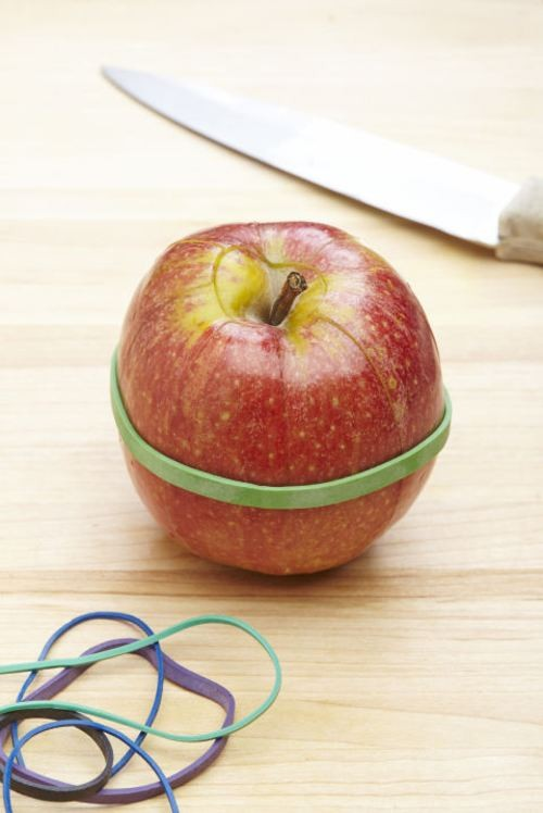 """6+1 Τρικ για να κόβεται τα φρούτα σας, που θα σας """"λύσουν"""" τα χέρια!"""