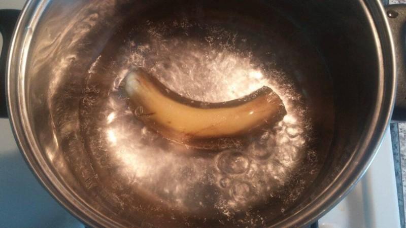 Βράσε μία μπανάνα, πιες το νερό και δες τι θα συμβεί με τον ύπνο σου