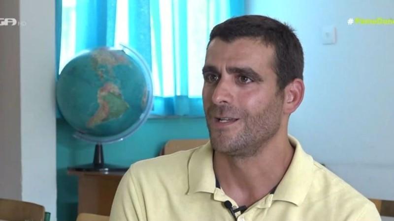 Πατρίκιος Κωστής: Ο «ψηλός» του «Παρά Πέντε» είναι δάσκαλος στην Α' δημοτικού